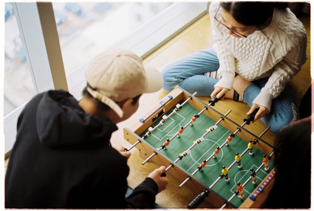 Studenter som spelar fussball